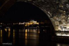 <h3>Zpod mostu</h3><p>Foto: Martin Lukac</p><hr /><a href='http://www.facebook.com/sharer.php?u=http://www.milujuprahu.cz/2013/11/martin-lukac-tulak-s-fotakem-v-ruce/' target='_blank' title='Share this page on Facebook'><img src='http://www.milujuprahu.cz/wp-content/themes/twentyten/images/flike.png' /></a><a href='https://plusone.google.com/_/+1/confirm?hl=en&url=http://www.milujuprahu.cz/2013/11/martin-lukac-tulak-s-fotakem-v-ruce/' target='_blank' title='Plus one this page on Google'><img src='http://www.milujuprahu.cz/wp-content/themes/twentyten/images/plusone.png' /></a><a href='http://www.pinterest.com/pin/create/button/?url=http://www.milujuprahu.cz&media=http://www.milujuprahu.cz/wp-content/uploads/2013/11/006.jpg&description=Next%20stop%3A%20Pinterest' data-pin-do='buttonPin' data-pin-config='beside' target='_blank'><img src='http://assets.pinterest.com/images/pidgets/pin_it_button.png' /></a>