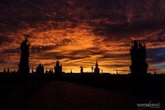 <h3>Na Karlově mostě</h3><p>Foto: Martin Lukac</p><hr /><a href='http://www.facebook.com/sharer.php?u=http://www.milujuprahu.cz/2013/11/martin-lukac-tulak-s-fotakem-v-ruce/' target='_blank' title='Share this page on Facebook'><img src='http://www.milujuprahu.cz/wp-content/themes/twentyten/images/flike.png' /></a><a href='https://plusone.google.com/_/+1/confirm?hl=en&url=http://www.milujuprahu.cz/2013/11/martin-lukac-tulak-s-fotakem-v-ruce/' target='_blank' title='Plus one this page on Google'><img src='http://www.milujuprahu.cz/wp-content/themes/twentyten/images/plusone.png' /></a><a href='http://www.pinterest.com/pin/create/button/?url=http://www.milujuprahu.cz&media=http://www.milujuprahu.cz/wp-content/uploads/2013/11/009.jpg&description=Next%20stop%3A%20Pinterest' data-pin-do='buttonPin' data-pin-config='beside' target='_blank'><img src='http://assets.pinterest.com/images/pidgets/pin_it_button.png' /></a>