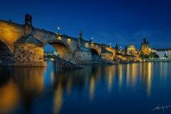 <h3>Noc u Karlova mostu</h3><p>Marek Kijevský: Asi moje nejoblíbenější fotografie, Úžasné klidná Vltava a nádherný odraz Karlova mostu po západu slunce.</p><hr /><a href='http://www.facebook.com/sharer.php?u=http://www.milujuprahu.cz/2013/11/marek-kijevsky-zabalil-prahu-do-modre/' target='_blank' title='Share this page on Facebook'><img src='http://www.milujuprahu.cz/wp-content/themes/twentyten/images/flike.png' /></a><a href='https://plusone.google.com/_/+1/confirm?hl=en&url=http://www.milujuprahu.cz/2013/11/marek-kijevsky-zabalil-prahu-do-modre/' target='_blank' title='Plus one this page on Google'><img src='http://www.milujuprahu.cz/wp-content/themes/twentyten/images/plusone.png' /></a><a href='http://www.pinterest.com/pin/create/button/?url=http://www.milujuprahu.cz&media=http://www.milujuprahu.cz/wp-content/uploads/2013/11/Charles-Bridge-Night.jpg&description=Next%20stop%3A%20Pinterest' data-pin-do='buttonPin' data-pin-config='beside' target='_blank'><img src='http://assets.pinterest.com/images/pidgets/pin_it_button.png' /></a>