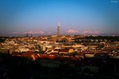 <h3>Tajemné hory za vysílačem</h3><p>Michal Jirák: 'Foceno od metronomu na Letné. Líbilo se mi, jak je na spodní části fotky už stín a Žizkovská věž je nasvícená. Mraky za ní mi přijdou skoro jako hory.'</p><hr /><a href='http://www.facebook.com/sharer.php?u=http://www.milujuprahu.cz/2013/11/michal-ma-pevnou-ruku-do-mrazivych-noci/' target='_blank' title='Share this page on Facebook'><img src='http://www.milujuprahu.cz/wp-content/themes/twentyten/images/flike.png' /></a><a href='https://plusone.google.com/_/+1/confirm?hl=en&url=http://www.milujuprahu.cz/2013/11/michal-ma-pevnou-ruku-do-mrazivych-noci/' target='_blank' title='Plus one this page on Google'><img src='http://www.milujuprahu.cz/wp-content/themes/twentyten/images/plusone.png' /></a><a href='http://www.pinterest.com/pin/create/button/?url=http://www.milujuprahu.cz&media=http://www.milujuprahu.cz/wp-content/uploads/2013/11/PRAHA_03.jpg&description=Next%20stop%3A%20Pinterest' data-pin-do='buttonPin' data-pin-config='beside' target='_blank'><img src='http://assets.pinterest.com/images/pidgets/pin_it_button.png' /></a>