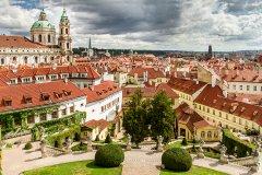 <h3>Vrtbovská zahrada</h3><p>Jan Hamaďák: 'Asi jedna z nej v Praze....fotka vznikla víceméně náhodou jako dokumentární cvak při svatebním fototestu na další týden .-)'</p><hr /><a href='http://www.facebook.com/sharer.php?u=http://www.milujuprahu.cz/2013/11/honza-ma-prahu-v-oku/' target='_blank' title='Share this page on Facebook'><img src='http://www.milujuprahu.cz/wp-content/themes/twentyten/images/flike.png' /></a><a href='https://plusone.google.com/_/+1/confirm?hl=en&url=http://www.milujuprahu.cz/2013/11/honza-ma-prahu-v-oku/' target='_blank' title='Plus one this page on Google'><img src='http://www.milujuprahu.cz/wp-content/themes/twentyten/images/plusone.png' /></a><a href='http://www.pinterest.com/pin/create/button/?url=http://www.milujuprahu.cz&media=http://www.milujuprahu.cz/wp-content/uploads/2013/11/mp01_026.jpg&description=Next%20stop%3A%20Pinterest' data-pin-do='buttonPin' data-pin-config='beside' target='_blank'><img src='http://assets.pinterest.com/images/pidgets/pin_it_button.png' /></a>