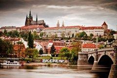<h3>Hradčany s Mánesovým mostem</h3><p>Jan Hamaďák: 'Hradčana-klasika,akorát ne s Karlovým mostem jako na 90% fotek, ale mně se líbí i s Mánesem :-)'</p><hr /><a href='http://www.facebook.com/sharer.php?u=http://www.milujuprahu.cz/2013/11/honza-ma-prahu-v-oku/' target='_blank' title='Share this page on Facebook'><img src='http://www.milujuprahu.cz/wp-content/themes/twentyten/images/flike.png' /></a><a href='https://plusone.google.com/_/+1/confirm?hl=en&url=http://www.milujuprahu.cz/2013/11/honza-ma-prahu-v-oku/' target='_blank' title='Plus one this page on Google'><img src='http://www.milujuprahu.cz/wp-content/themes/twentyten/images/plusone.png' /></a><a href='http://www.pinterest.com/pin/create/button/?url=http://www.milujuprahu.cz&media=http://www.milujuprahu.cz/wp-content/uploads/2013/11/mp03_0261.jpg&description=Next%20stop%3A%20Pinterest' data-pin-do='buttonPin' data-pin-config='beside' target='_blank'><img src='http://assets.pinterest.com/images/pidgets/pin_it_button.png' /></a>