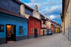 <h3>Zlatá ulička</h3><p>Jan Hamaďák: 'Dá to práci...vyhnat všechny turisty ze záběru....:-DDD'</p><hr /><a href='http://www.facebook.com/sharer.php?u=http://www.milujuprahu.cz/2013/11/honza-ma-prahu-v-oku/' target='_blank' title='Share this page on Facebook'><img src='http://www.milujuprahu.cz/wp-content/themes/twentyten/images/flike.png' /></a><a href='https://plusone.google.com/_/+1/confirm?hl=en&url=http://www.milujuprahu.cz/2013/11/honza-ma-prahu-v-oku/' target='_blank' title='Plus one this page on Google'><img src='http://www.milujuprahu.cz/wp-content/themes/twentyten/images/plusone.png' /></a><a href='http://www.pinterest.com/pin/create/button/?url=http://www.milujuprahu.cz&media=http://www.milujuprahu.cz/wp-content/uploads/2013/11/mp06_123.jpg&description=Next%20stop%3A%20Pinterest' data-pin-do='buttonPin' data-pin-config='beside' target='_blank'><img src='http://assets.pinterest.com/images/pidgets/pin_it_button.png' /></a>