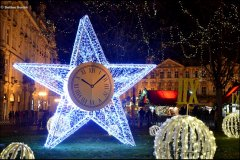 <h3>Vánoční Staroměstské náměstí</h3><p>Foto: Dalibor Durčák</p><hr /><a href='http://www.facebook.com/sharer.php?u=http://www.milujuprahu.cz/2013/12/advent-v-plne-sile-praha-se-zabalila-do-vanociho/' target='_blank' title='Share this page on Facebook'><img src='http://www.milujuprahu.cz/wp-content/themes/twentyten/images/flike.png' /></a><a href='https://plusone.google.com/_/+1/confirm?hl=en&url=http://www.milujuprahu.cz/2013/12/advent-v-plne-sile-praha-se-zabalila-do-vanociho/' target='_blank' title='Plus one this page on Google'><img src='http://www.milujuprahu.cz/wp-content/themes/twentyten/images/plusone.png' /></a><a href='http://www.pinterest.com/pin/create/button/?url=http://www.milujuprahu.cz&media=http://www.milujuprahu.cz/wp-content/uploads/2013/12/DSC_3510.jpg&description=Next%20stop%3A%20Pinterest' data-pin-do='buttonPin' data-pin-config='beside' target='_blank'><img src='http://assets.pinterest.com/images/pidgets/pin_it_button.png' /></a>