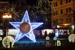 <h3>Vánoční Staroměstské náměstí</h3><p>Foto: Dalibor Durčák</p><hr /><a href='http://www.facebook.com/sharer.php?u=http://www.milujuprahu.cz/2013/12/advent-v-plne-sile-praha-se-zabalila-do-vanociho/' target='_blank' title='Share this page on Facebook'><img src='http://www.milujuprahu.cz/wp-content/themes/twentyten/images/flike.png' /></a><a href='https://plusone.google.com/_/+1/confirm?hl=en&url=http://www.milujuprahu.cz/2013/12/advent-v-plne-sile-praha-se-zabalila-do-vanociho/' target='_blank' title='Plus one this page on Google'><img src='http://www.milujuprahu.cz/wp-content/themes/twentyten/images/plusone.png' /></a><a href='http://www.pinterest.com/pin/create/button/?url=http://www.milujuprahu.cz&media=http://www.milujuprahu.cz/wp-content/uploads/2013/12/DSC_3559.jpg&description=Next%20stop%3A%20Pinterest' data-pin-do='buttonPin' data-pin-config='beside' target='_blank'><img src='http://assets.pinterest.com/images/pidgets/pin_it_button.png' /></a>