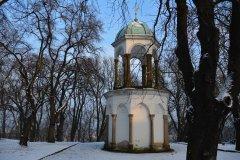 <h3>Kalvárie na Petřín</h3><p>Foto: Jana Ježková</p><hr /><a href='http://www.facebook.com/sharer.php?u=http://www.milujuprahu.cz/2014/01/kdyz-v-praze-mrzne-nadherne-fotky-jany-jezkove/' target='_blank' title='Share this page on Facebook'><img src='http://www.milujuprahu.cz/wp-content/themes/twentyten/images/flike.png' /></a><a href='https://plusone.google.com/_/+1/confirm?hl=en&url=http://www.milujuprahu.cz/2014/01/kdyz-v-praze-mrzne-nadherne-fotky-jany-jezkove/' target='_blank' title='Plus one this page on Google'><img src='http://www.milujuprahu.cz/wp-content/themes/twentyten/images/plusone.png' /></a><a href='http://www.pinterest.com/pin/create/button/?url=http://www.milujuprahu.cz&media=http://www.milujuprahu.cz/wp-content/uploads/2014/01/37.jpg&description=Next%20stop%3A%20Pinterest' data-pin-do='buttonPin' data-pin-config='beside' target='_blank'><img src='http://assets.pinterest.com/images/pidgets/pin_it_button.png' /></a>