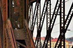 <h3>Na železničním mostě</h3><p>V současné době je železniční most v havarijním stavu. Jeho rozsáhlá rekonstrukce je nezbytná. - Foto: Jana Ježková</p><hr /><a href='http://www.facebook.com/sharer.php?u=http://www.milujuprahu.cz/2014/02/po-zime-nezime-jakoby-uz-jaro-klepalo-na-dvere/' target='_blank' title='Share this page on Facebook'><img src='http://www.milujuprahu.cz/wp-content/themes/twentyten/images/flike.png' /></a><a href='https://plusone.google.com/_/+1/confirm?hl=en&url=http://www.milujuprahu.cz/2014/02/po-zime-nezime-jakoby-uz-jaro-klepalo-na-dvere/' target='_blank' title='Plus one this page on Google'><img src='http://www.milujuprahu.cz/wp-content/themes/twentyten/images/plusone.png' /></a><a href='http://www.pinterest.com/pin/create/button/?url=http://www.milujuprahu.cz&media=http://www.milujuprahu.cz/wp-content/uploads/2014/02/DSC_4132.jpg&description=Next%20stop%3A%20Pinterest' data-pin-do='buttonPin' data-pin-config='beside' target='_blank'><img src='http://assets.pinterest.com/images/pidgets/pin_it_button.png' /></a>