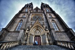 <h3>Kostel svaté Ludmily na Vinohradech</h3><p>Foto ze Štědrého dne. Lidé čekají na mši svatou - Foto: Robin Rezek</p><hr /><a href='http://www.facebook.com/sharer.php?u=http://www.milujuprahu.cz/2014/02/prazske-mlhy-robina-rezka/' target='_blank' title='Share this page on Facebook'><img src='http://www.milujuprahu.cz/wp-content/themes/twentyten/images/flike.png' /></a><a href='https://plusone.google.com/_/+1/confirm?hl=en&url=http://www.milujuprahu.cz/2014/02/prazske-mlhy-robina-rezka/' target='_blank' title='Plus one this page on Google'><img src='http://www.milujuprahu.cz/wp-content/themes/twentyten/images/plusone.png' /></a><a href='http://www.pinterest.com/pin/create/button/?url=http://www.milujuprahu.cz&media=http://www.milujuprahu.cz/wp-content/uploads/2014/02/kostel-sv.-Ludmily-1888_RR1.jpg&description=Next%20stop%3A%20Pinterest' data-pin-do='buttonPin' data-pin-config='beside' target='_blank'><img src='http://assets.pinterest.com/images/pidgets/pin_it_button.png' /></a>