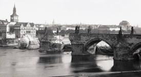 Pobořený Karlův most! Takhle to vypadalo, když ho strhla voda