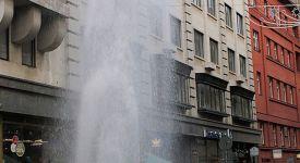 Video:  V Jungmannce stříkala prodejcům kaprů voda pět metrů vysoko