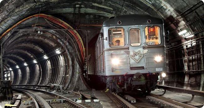 Jízda historickou soupravou metra