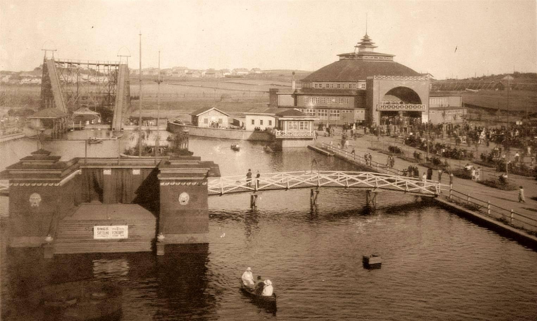 V parku byla velká vodní hladina nazývaná Laguna, kterou bylo možné brázdit na loďkám. Na laguně se porádaly i divadelní představení