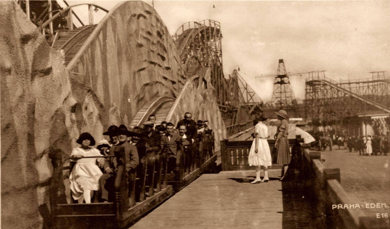 Njevětší atrakcí byla ohromná horská dráha, která byla zprovozněna rok po otevření Edentu v roce 1923