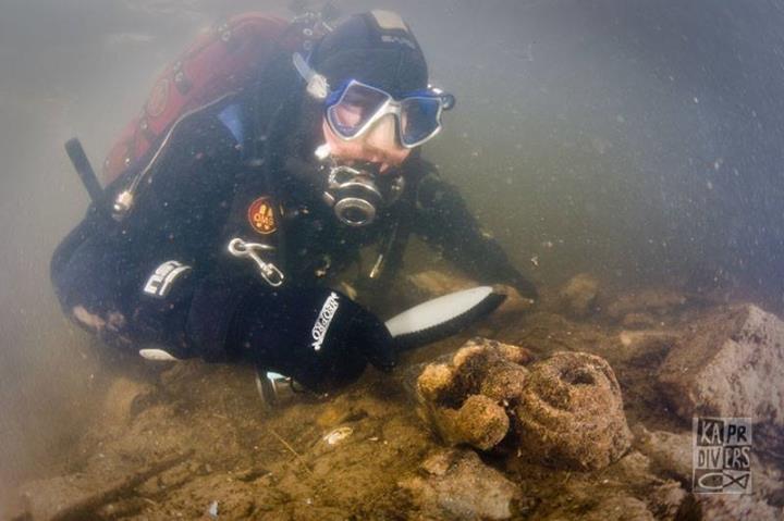 Teplota vody se pohybovala kolem 3 st. C a viditelnost kolem 1 až 1,5 m. - Foto: archiv potápěči Kapr Divers