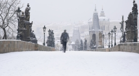 Když na Karlův most napadne první sníh