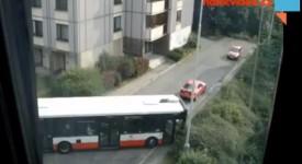 Video: Když zabloudí autobus. 167 ve slepé ulici