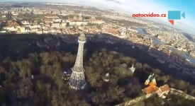 Petřínská rozhledna z výšky. Takhle jste ji ještě neviděli