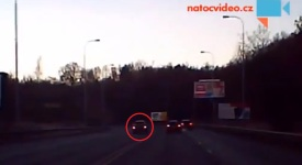 VIDEO: Pirát silnic – nedal přednost a rovnou přes dvojitou čáru