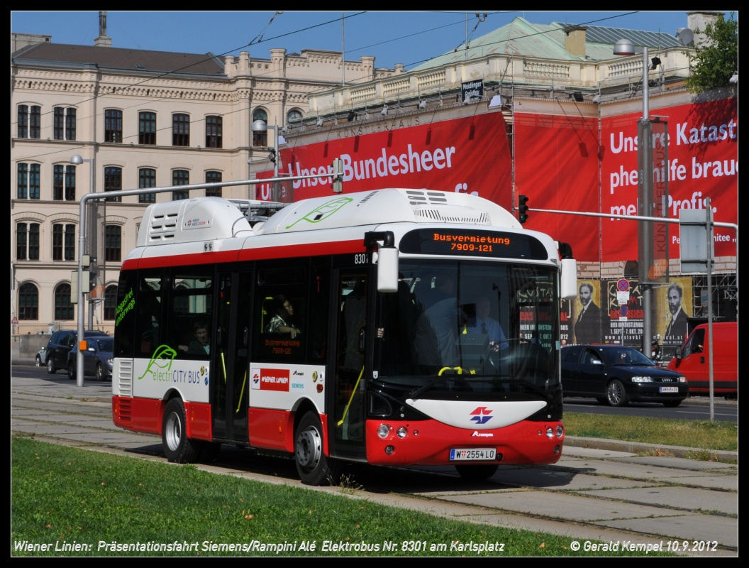 """Zkušební vídeňský elektrobus Siemens Rampini se nabíjí pomocí pantografu a krátké """"trolejbusové"""" trolejové stopy"""