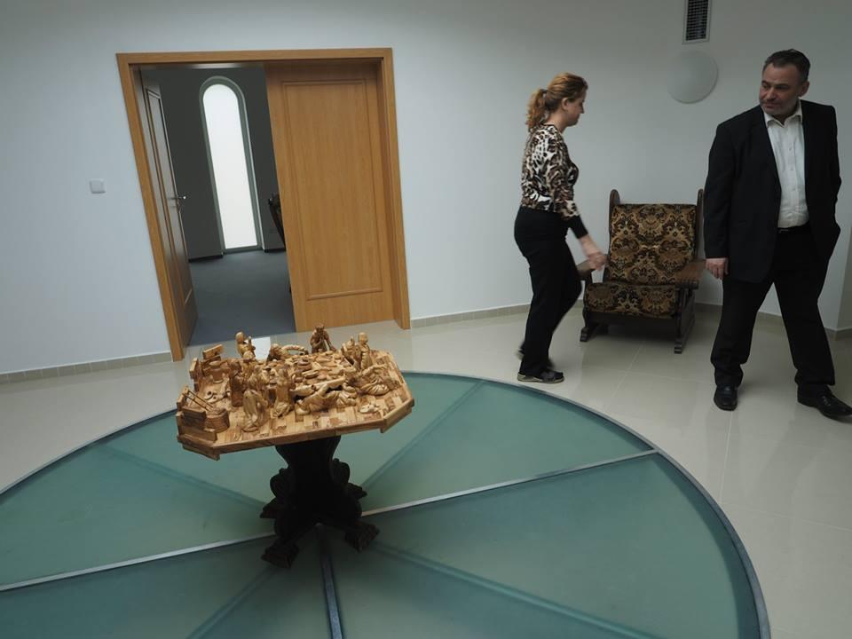 Poslední večeře Páně z olivovníkového dřeva na palestinském zastupitelství v Praze. 15.II.2014. - Foto: Eugen Kukla