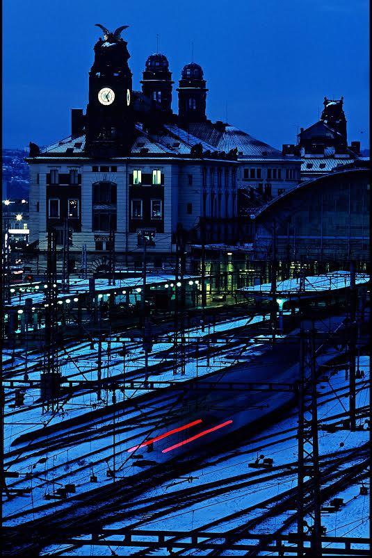 Hlavní nádraží za zimního soumraku na diapozitiv - Foto: Jaroslav Juřička