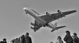 UNIKÁTNÍ FOTKY: Největší dopravní letoun přistál v Praze