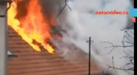 Exkluzivní videa: V Kobylisích hořel obytný dům. Žena a dva psi nepřežili