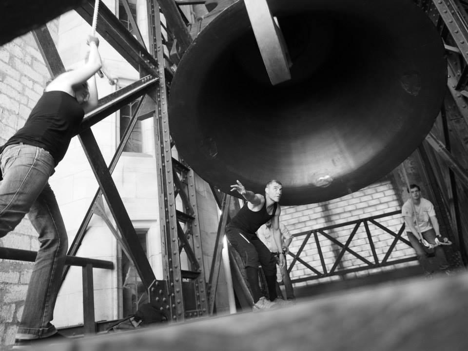 Zikmund je největší český zvon s dolním průměrem 256 cm, výškou 203 cm a odhadovanou hmotností 16,5 tuny. - Foto: Eugen Kukla