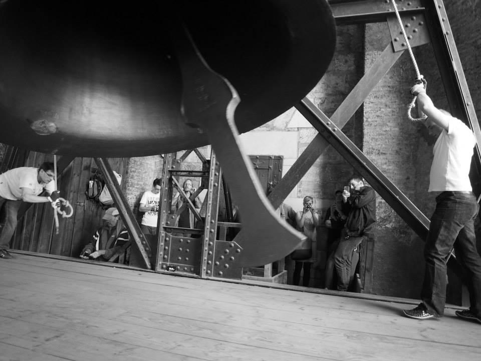 Srdce zvonu každým úderem zasazuje rány zvonu. Zvon se musí jednou za 150 let o 90 stupňů otočit, aby nepuknul - Foto: Eugen Kukla
