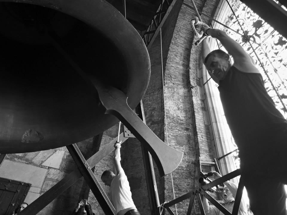 U zvonění nezáleží na síle. Musíte se zvonem zžít. - Foto: Eugen Kukla