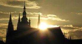 Blíží se nejtajemnější den roku. Pražský slunovrat a mystérium