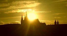 PRAŽSKÉ MYSTÉRIUM JE TU! Slunce zapadá do katedrály