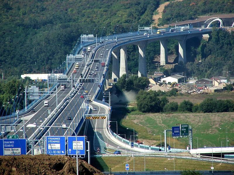 2.Radotínský most je dvojice mostních staveb na Pražském okruhu, klene se nad údolím Vltavy a Berounky ještě před jejich soutokem. Fyzicky na sebe obě stavby plynule navazují a tvoří jediný most, z úředního hlediska jde však o dvě různé stavby, každá z částí má jiné konstrukční řešení a jiného dodavatele. Provoz na mostě, který je označován za nejdelší v České republice, byl zahájen 20. září 2010.