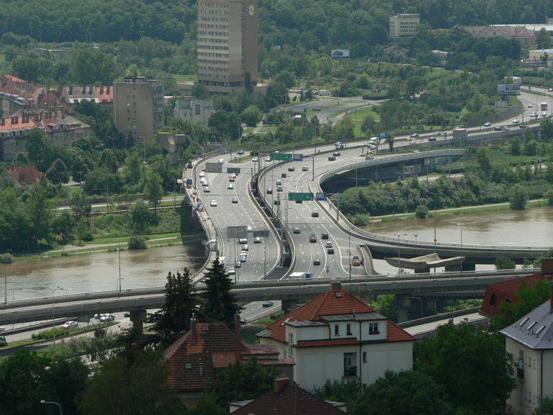 4.Barrandovský most je pražský silniční most přes řeku Vltavu, vybudovaný v letech 1978–1988 jako most Antonína Zápotockého. Je významným dopravním uzlem jižní části města. Má čtyři pruhy v každém směru, je přístupný i chodcům a cyklistům.