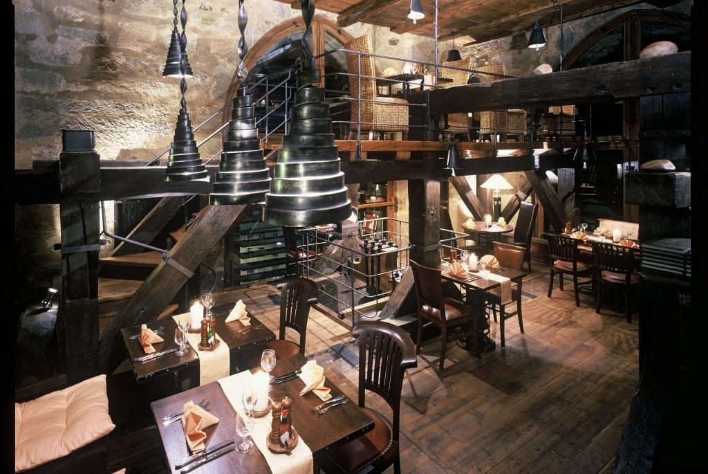 V nejvyšších patrech věže je restaurace - Foto: Jindřišská věž