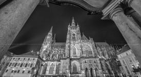 Černobílá krása města nad Vltavou