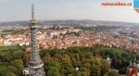 NEOBVYKLÉ POHLEDY- Podívejte se na Petřínskou rozhlednu z výšky