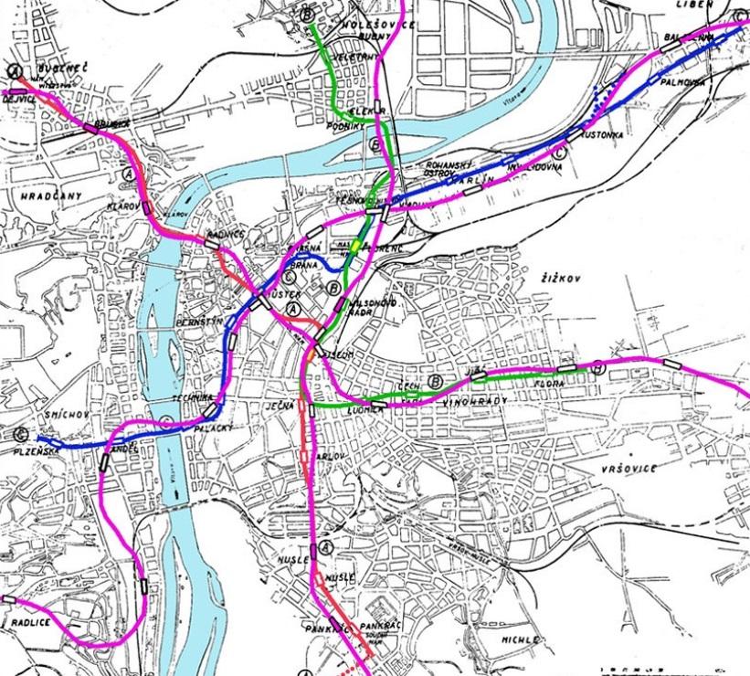 Mapa srovnává plánované trasy z dnešní realitou - fialové čáry značí skutečné vedení tras