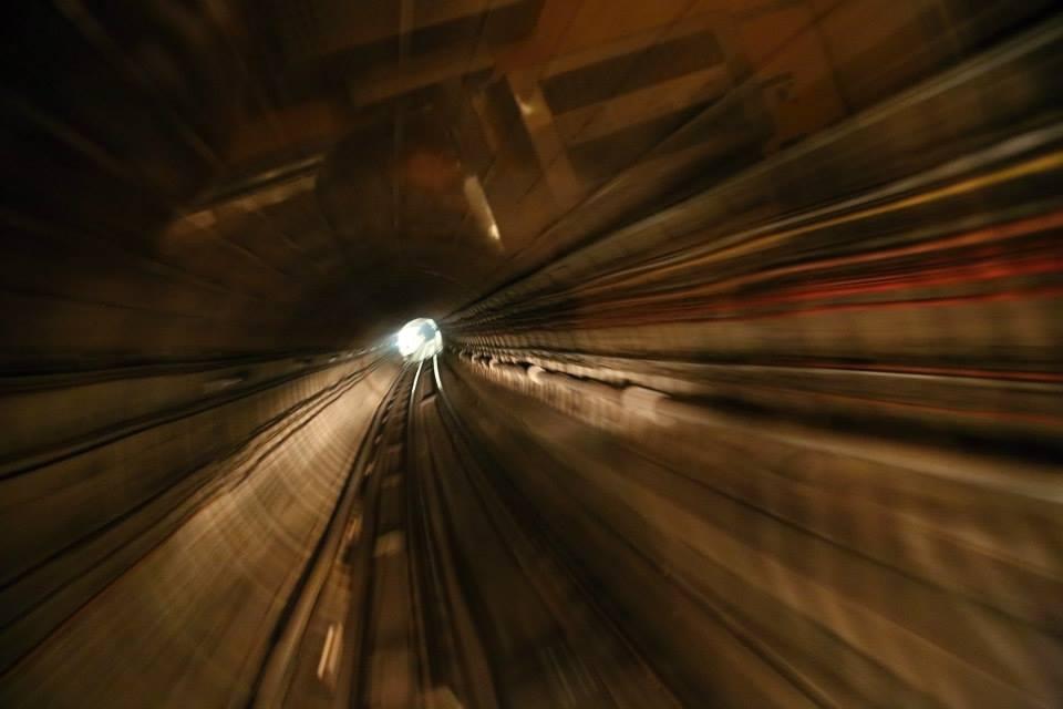 Z pohledu řidiče metra. Takto vidí ubíhající tunely řidič metra - Foto: Štěpán Rusňák