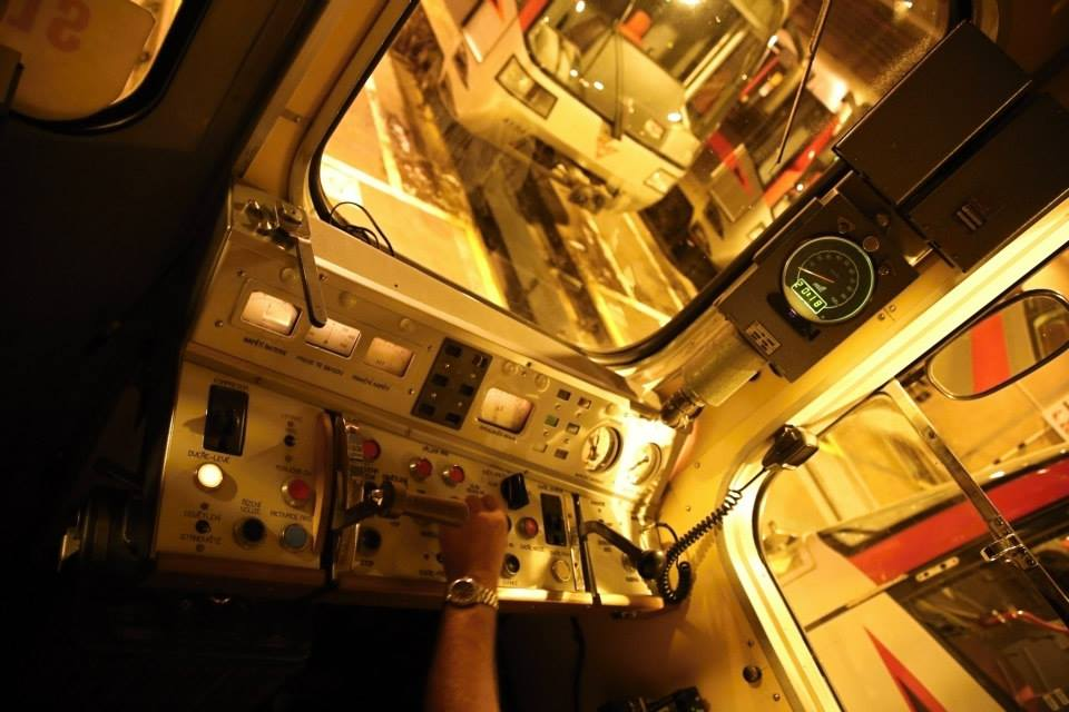 Řídicí stanoviště úplně první vlakové soupravy, která začala v Praze převážet cestující v roce 1974. Ečs (81-709) je nejstarší typ sovětských vozů metra vyráběných pro pražské metro, kde byly provozovány v letech 1974–1997.  - Foto: Štěpán Rusňák