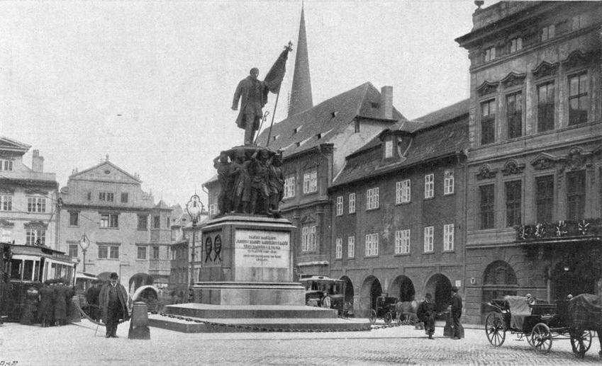 Dominantou náměstí bývala socha maršála Radeckého