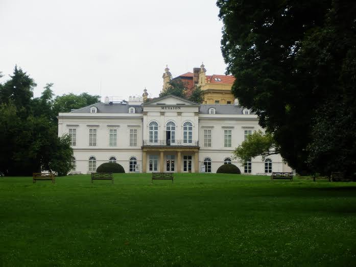 Letohrádek v Kinského zahradě, kde sídlí Národopisné muzeum - Foto: Marta Small