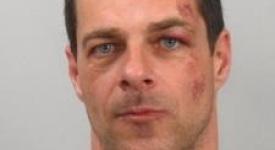 Zvlášť nebezpečný vězeň utekl z krčské nemocnice. Policie zná jeho totožnost..