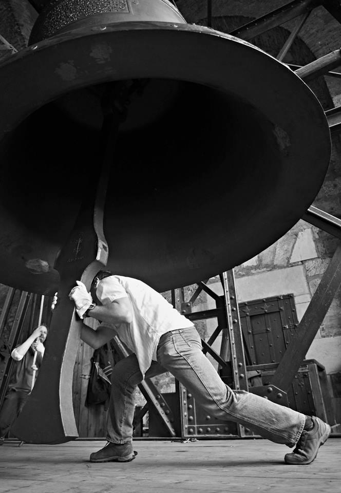 Zvoník chytil srdce zvonu - zvonění skončilo - Foto: Eugen Kukla