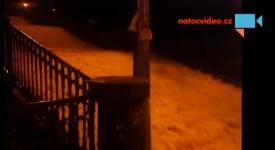VIDEO: Nuselskými schody se valila voda! Zde jsou noční záběry!