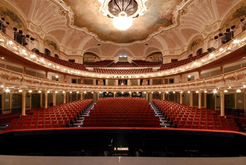 Před rekonstrukcí bylo hlediště Hudebního divadla v Karlíně největší v zemi