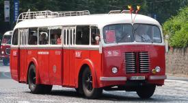 To je nádhera. Historické autobusy projely městem