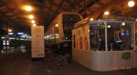 NOVÉ FOTKY: Vlak na Masaryčce nezastavil a projel do nádražní haly