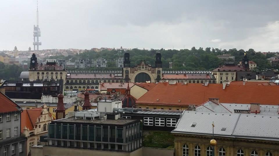 Jindřišská věž nabízí neobvyklé pohledy na město. Zde Hlavní nádraží - Foto: David Černý