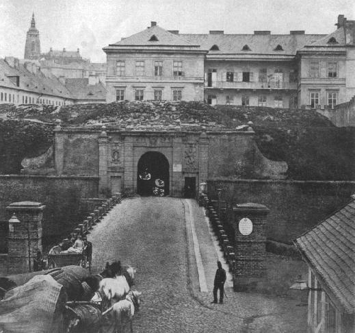 Újezdská brána ze smíchovské stran postavena 1694